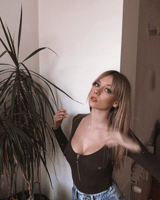 Эстер Экспозито - горячие 51 фото, видео